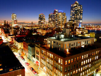 Williamsburg Brooklynissa - Ilta kattoterassilla