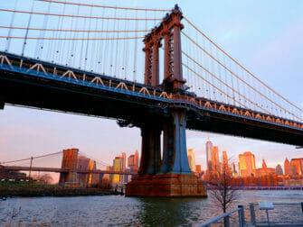 Manhattan Bridge New Yorkissa - Auringonlasku