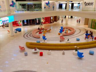 American Dream Mall New Yorkin lähellä - Liikkeitä