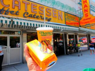 Deno's Wonder Wheel Amusement Park Coney Islandilla - Nathan's Famous Hot Dog